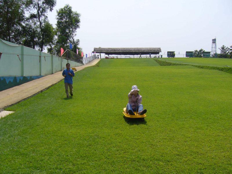 khu trượt cỏ